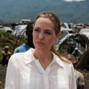 Angelina Jolie en Afrique, sans son impressionnante bague de fiançailles