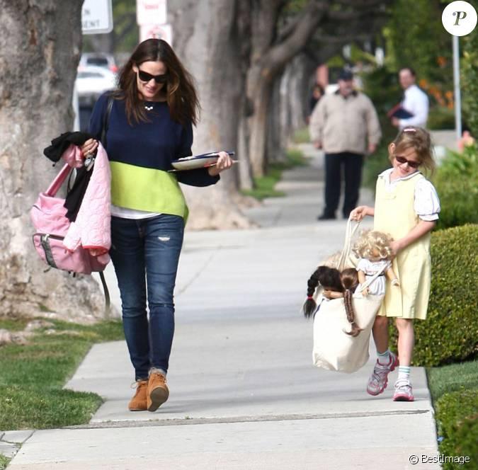 jennifer garner et sa fille violet dans les rues de los angeles le 26 mars 2013. Black Bedroom Furniture Sets. Home Design Ideas