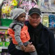 Sandra Bullock et son fils Louis en virée shopping à New York le 5 mars 2013.