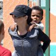Sandra Bullock et son fils Louis à la sortie de l'école à Los Angeles, le 26 mars 2013.