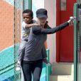 L'actrice Sandra Bullock et son fils Louis à la sortie de l'école à Los Angeles, le 26 mars 2013.