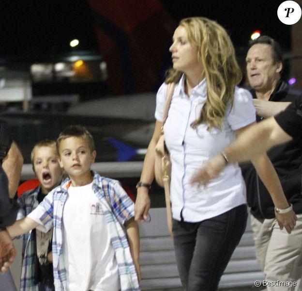 Britney Spears arrive à la Nouvelle-Orléans accompagnée de ses enfants Sean et Jayden Federline, le 28 mars 2013.