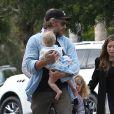 Exclusif - Eric Johnson, le fiancé de Jessica Simpson, se promène avec sa fille Maxwell et le fils de Ashlee Simpson, Bronx, dans les rues de Los Angeles. Le 31 mars 2013.