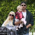 Jessica Simpson, son fiancé Eric Johnson et leur fille Maxwell se promènent dans les rues de Los Angeles, le dimanche 31 mars 2013 pour Pâques.