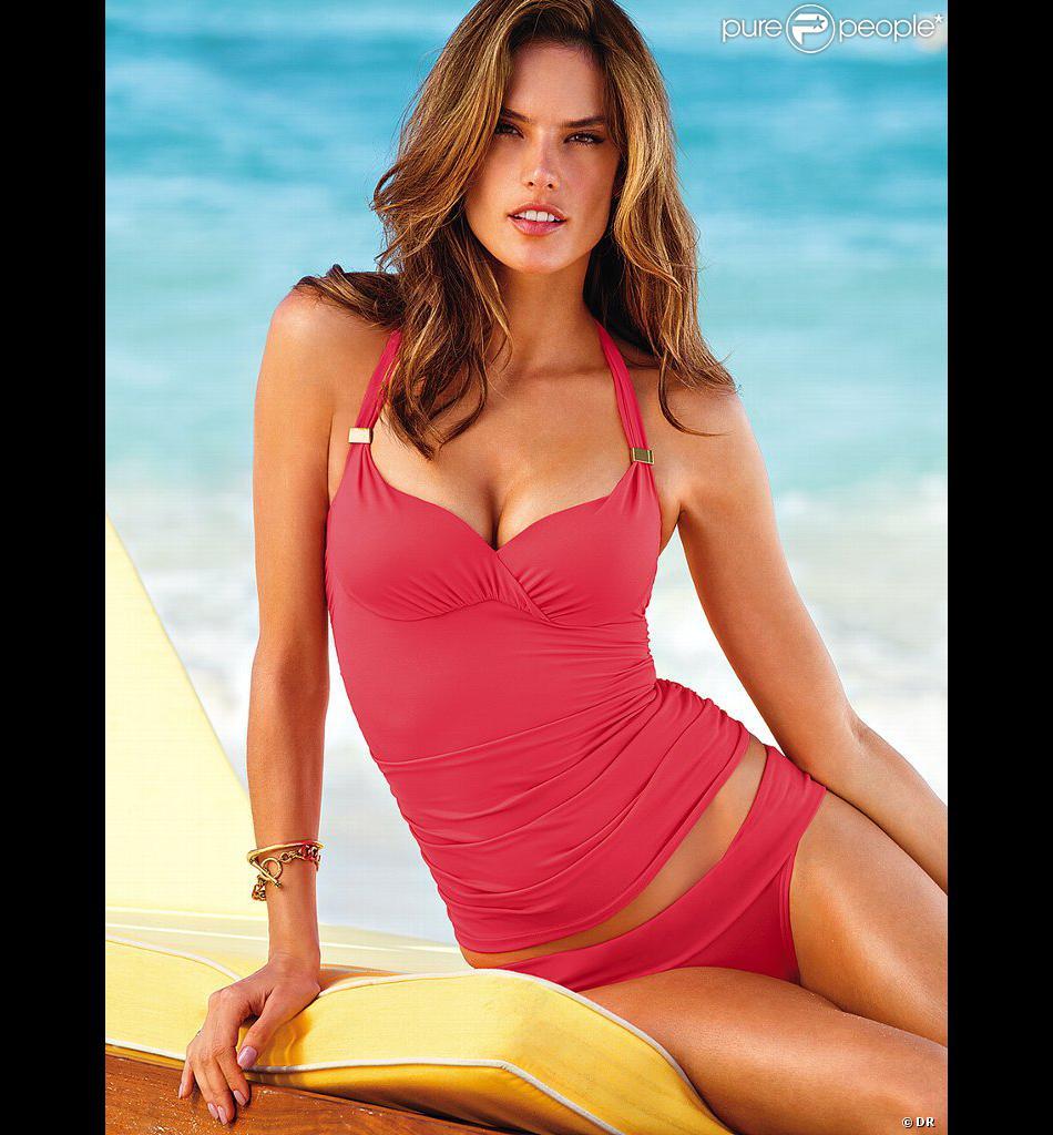 Alessandra Ambrosio, sublime en bikini Victoria's Secret pour la collection Swim 2013.