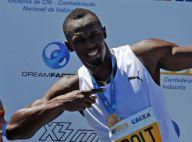 Usain Bolt : Vainqueur sur la plage, il fait le show pour les enfants brésiliens