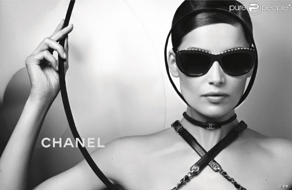 Laetitia Casta   Une égérie Chanel plus sexy que jamais - Purepeople 9f6fa8a6bb40
