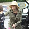 Julie Bowen, son mari Scott Phillips et leurs fils Oliver, John et Gustav sont allés faire des courses au Farmers Market à Studio City, le dimanche 31 mars 2013.