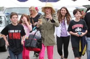 Julie Bowen (Modern Family) : En sortie avec ses enfants pour fêter Pâques