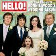 Ronnie Wood et Sally Humphreys en couverture du magazine  Hello!  entourés des témoins du marié, Rod Stewart et Paul McCartney, et de la nièce de la mariée, Heather. Décembre 2012.