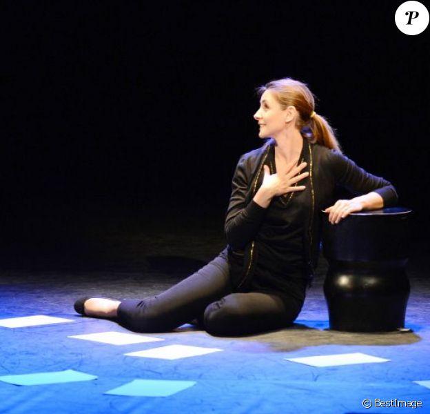 Clotilde Courau accompagnée par Lionel Suarez au Hall de la Chanson de la Villette (Paris) le 3 avril 2013, interprétant Piaf, l'être intime. Un spectacle basé sur onze lettres de la Môme à son amant de passage, Tony, après la mort de son grand amour, Marcel Cerdan.