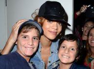 Rihanna, en virée shopping à Beverly Hills, elle prend la pose avec ses fans