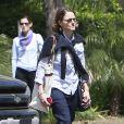 Exclusif - Jodie Foster marche en direction du Four Seasons Hotel à Beverly Hills le 12 avril 2013