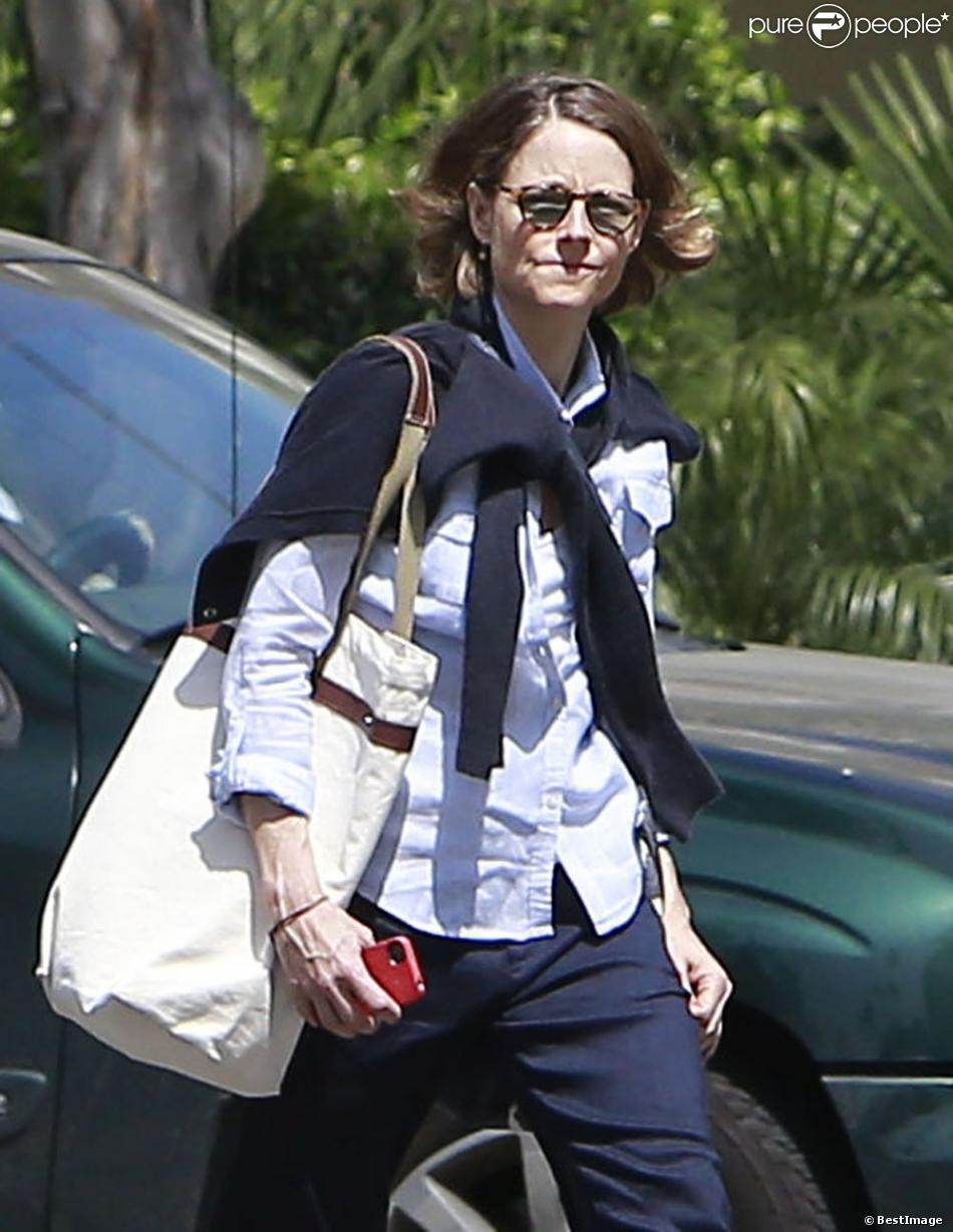Exclusif - Jodie Foster se dirige vers le Four Seasons Hotel à Beverly Hills, Los Angeles, le 12 avril 2013