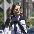 Exclusif - Jodie Foster se promène dans les rues de Los Angeles le 12 avril 2013