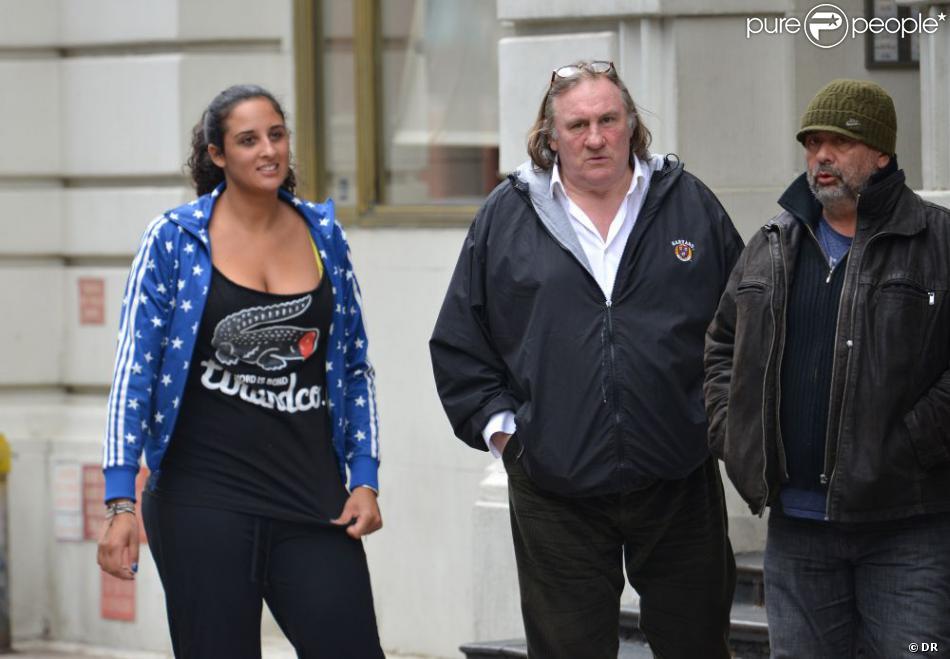 Gérard Depardieu, sa fille Roxane et Luc Besson dans les rues de New York le 13 avril 2013.
