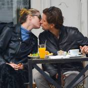 Candice Swanepoel : Baisers, repas gourmand, le bel Ange se lâche à New York