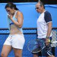 Marion Bartoli et son père Walter Bartoli lors d'un entraînement durant l'Open d'Australie à Melbourne le 12 janvier 2013