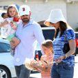 Ben Affleck et Jennifer Garner ont emmené leurs deux filles Violet, 7 ans, et Seraphina, 4 ans au célèbre Country Mart de Brentwood, le 20 avril 2013