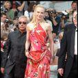 Nicole Kidman monte les marches pour Dogville au Festival de Cannes 2003.