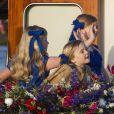 Les princesses Catharina-Amalia, Alexia et Ariane lors de la parade aquatique précédant le banquet final de l'intronisation de leur père le roi Willem-Alexander des Pays-Bas, le 30 avril 2013 à Amsterdam.