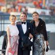 Les princesses Mabel et Marilene arrivant avec le prince Maurits au Muziekgebouw Aan't IJ pour le banquet final de l'intronisation du roi Willem-Alexander des Pays-Bas, après la parade aquatique sur l'IJ, le 30 avril 2013 à Amsterdam.