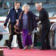 La princesse Beatrix arrivant au Muziekgebouw Aan't IJ pour le banquet final de l'intronisation du roi Willem-Alexander des Pays-Bas, après la parade aquatique sur l'IJ, le 30 avril 2013 à Amsterdam.