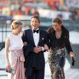 Le prince Maurits entouré des princesses Mabel et Marilene, arrivant au Muziekgebouw Aan't IJ pour le banquet final de l'intronisation du roi Willem-Alexander des Pays-Bas, après la parade aquatique sur l'IJ, le 30 avril 2013 à Amsterdam.