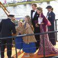 Les princesses Catharina-Amalia, Alexia et Ariane accompagnaient leur père le roi Willem-Alexander des Pays-Bas et leur mère la reine Maxima lors de la parade aquatique sur l'IJ précédant le banquet offert par le gouvernement au Muziekgebouw Aan't IJ, le 30 avril 2013 à Amsterdam.