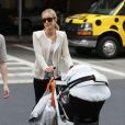 Kristin Cavallari arrive avec son fils Camden à l'aéroport LAX de Los Angeles, le 30 avril 2013.
