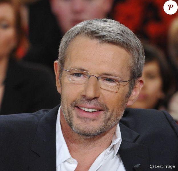 Lambert Wilson sur le plateau de Vivement Dimanche le 9 janvier 2013.
