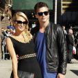 Paris Hilton, accompagnée de son petit ami River Viiperi arrivent au Late Show With David Letterman à New York, le 2 mai 2013.
