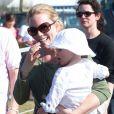 Autumn Phillips avec sa fille Isla, 1 an, encourageaient le 5 mai 2013 Zara Phillips, engagée sur High Kingdom dans le concours complet de Badminton. Mais la cavalière royale a abandonné après une faute dans l'épreuve de cross country.