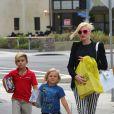 Après l'école, Gwen Stefani et ses fils en balade à Los Angeles, le 8 mai.