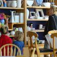 Gwen   Stefani et ses fils  dans un magasin de poterie à  Los   Angeles , le 8 mai.