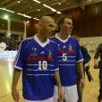 Zinédine ZIdane et Laurent Blanc lors d'un match pour l'Académie Bernard Diomède au palais des Sports Robert-Charpentier à Issy-les-Moulineaux le 13 mai 2013 avec les membres de l'équipe de France 98