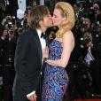 Nicole Kidman et Keith Urban s'embrassent lors de la montée des marches du film Inside Llewyn Davis au Palais des Festivals, à Cannes, le 19 mai 2013.