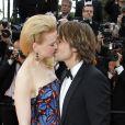 Nicole Kidman et Keith Urban en plein baiser pendant la montée des marches du film Inside Llewyn Davis au Palais des Festivals, à Cannes, le 19 mai 2013.