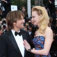Nicole Kidman et  Keith Urban en romance lors de la montée des marches du film Inside Llewyn Davis au Palais des Festivals, à Cannes, le 19 mai 2013.