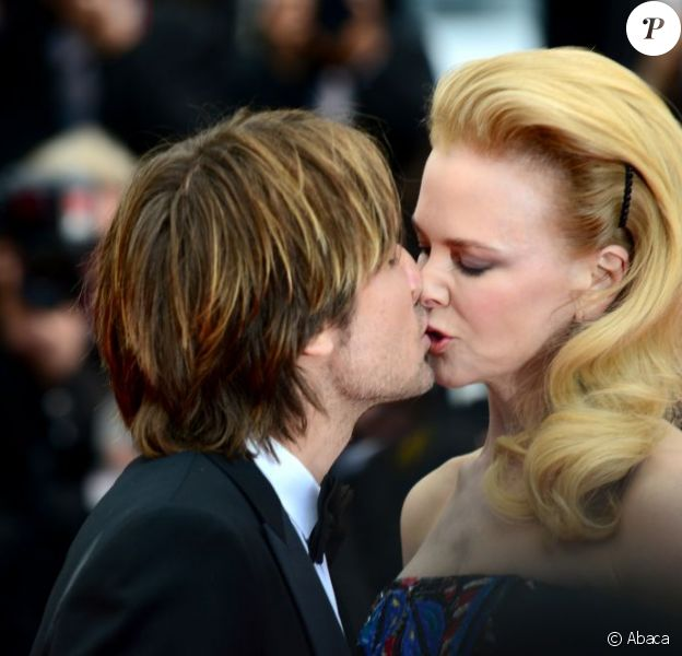 Nicole Kidman et Keith Urban s'embrassent avec tendresse et fougue pendant la montée des marches du film Inside Llewyn Davis au Palais des Festivals, à Cannes, le 19 mai 2013.