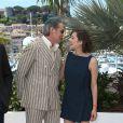 Mark Mahoney et Marion Cotillard pendant le photocall du film Blood Ties au 66e Festival du film de Cannes, le 20 mai 2013.