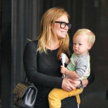 Hilary Duff et son fils Luca à Los Angeles, le 15 mai 2013.