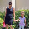 Halle Berry, enceinte, va chercher sa fille Nahla à l'école à Los Angeles, le 21 mai 2013.