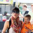 Selma Blair et son fils Arthur au Farmers Market de Beverly Hills, à Los Angeles, le 20 mai 2013.