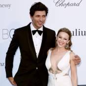 amfAR : Kylie Minogue et son chéri Andres Velencoso amoureux sur tapis rouge