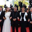 L'équipe du film La Vie d'Adèle : le producteur Brahim Chioua, l'actrice Léa Seydoux, le réalisateur Abdellatif Kechiche, l'actrice Adèle Exarchopoulos et l'acteur Jérémie Laheurte lors de la montée des marches pour la clôture du Festival de Cannes le 26 mai 2013