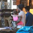 David Beckham fait du shopping avec sa fille Harper à Los Angeles, le 28 mai 2013.