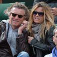L'animateur Denis Brogniart et sa femme Hortense assistent au match de Gaël Monfils au 2e Tour des Internationaux de France de tennis de Roland Garros le 29 mai 2013