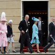 La reine Elizabeth II, les princesses Eugenie et Beatrice, le duc d'Edimbourg, la princesse Anne, et le prince Andrew arrivant lors de la deuxième garden party de l'année à Buckingham Palace le 30 mai 2013.