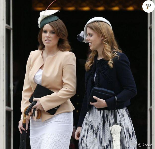 Les princesses Eugenie et Beatrice d'York entrent en scène lors de la deuxième garden party de l'année offerte par Elizabeth II à Buckingham Palace le 30 mai 2013.